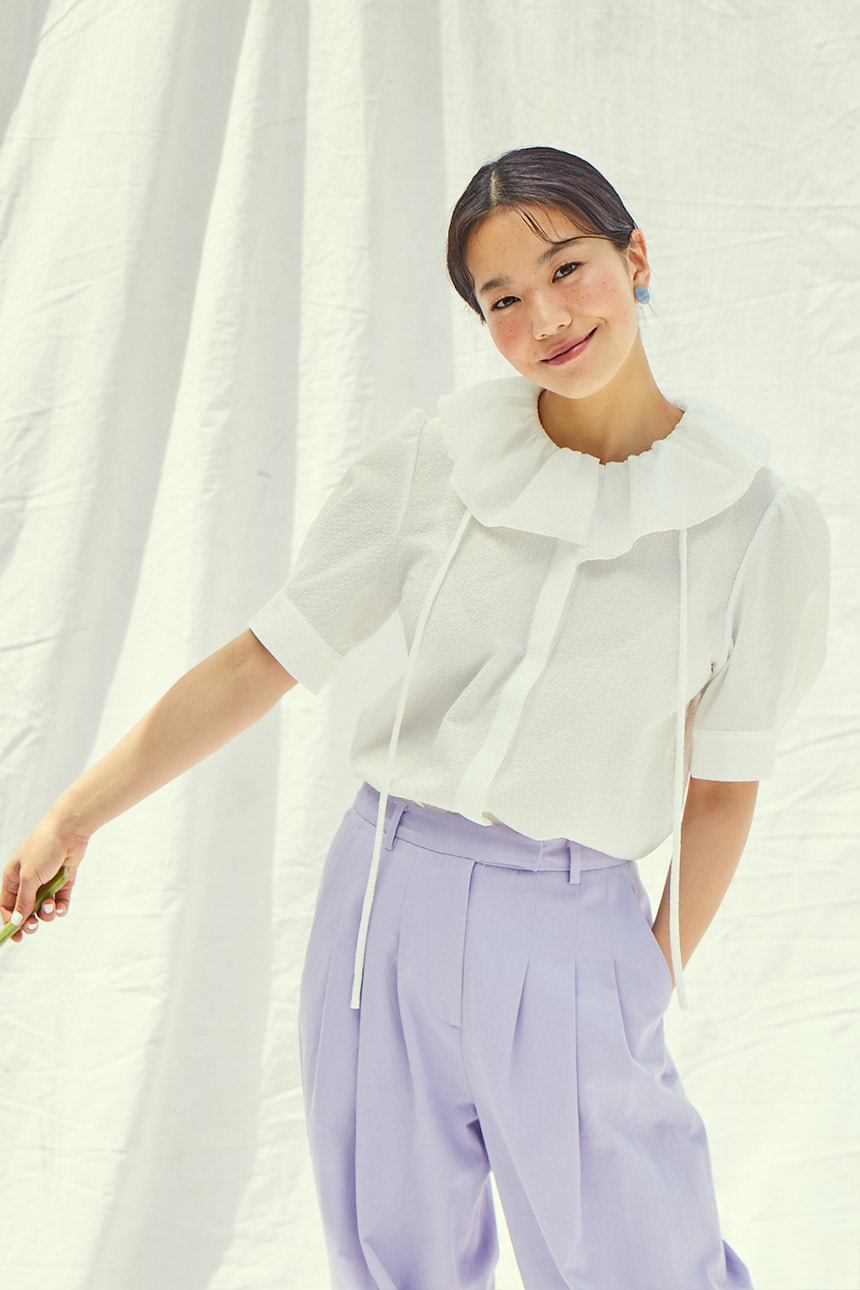 [앤유x이설]LONG BEACH ruffle detail short sleeve blouse (Off white)