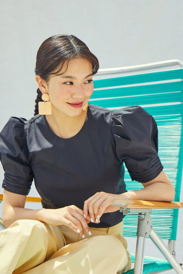 [앤유x이설][김나영 노필터 TV]FULLERTON voluminous short sleeve blouse (Black)