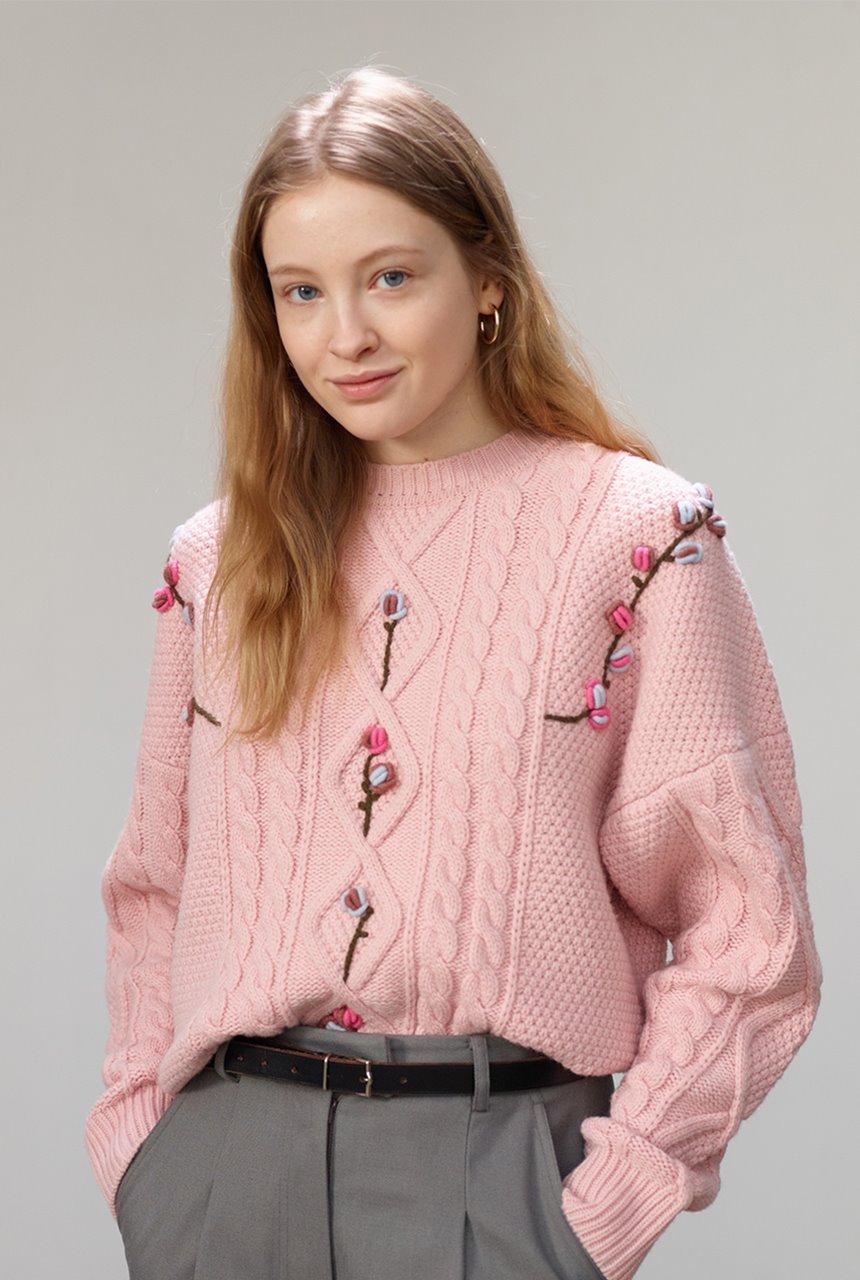 [앤유X노필터TV][한지민,이현이착용]CAMELLIA cable flower sweater (Baby pink)