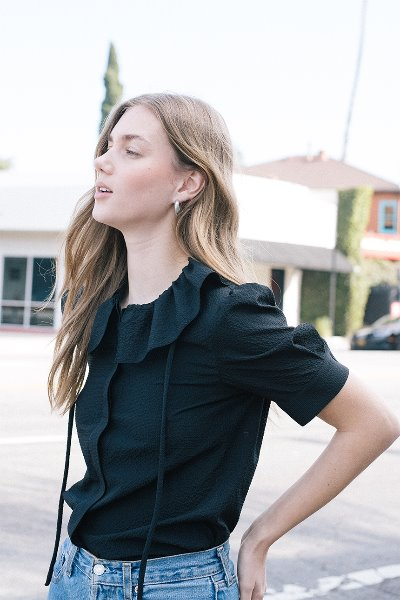 LONG BEACH ruffle detail short sleeve blouse (Black)